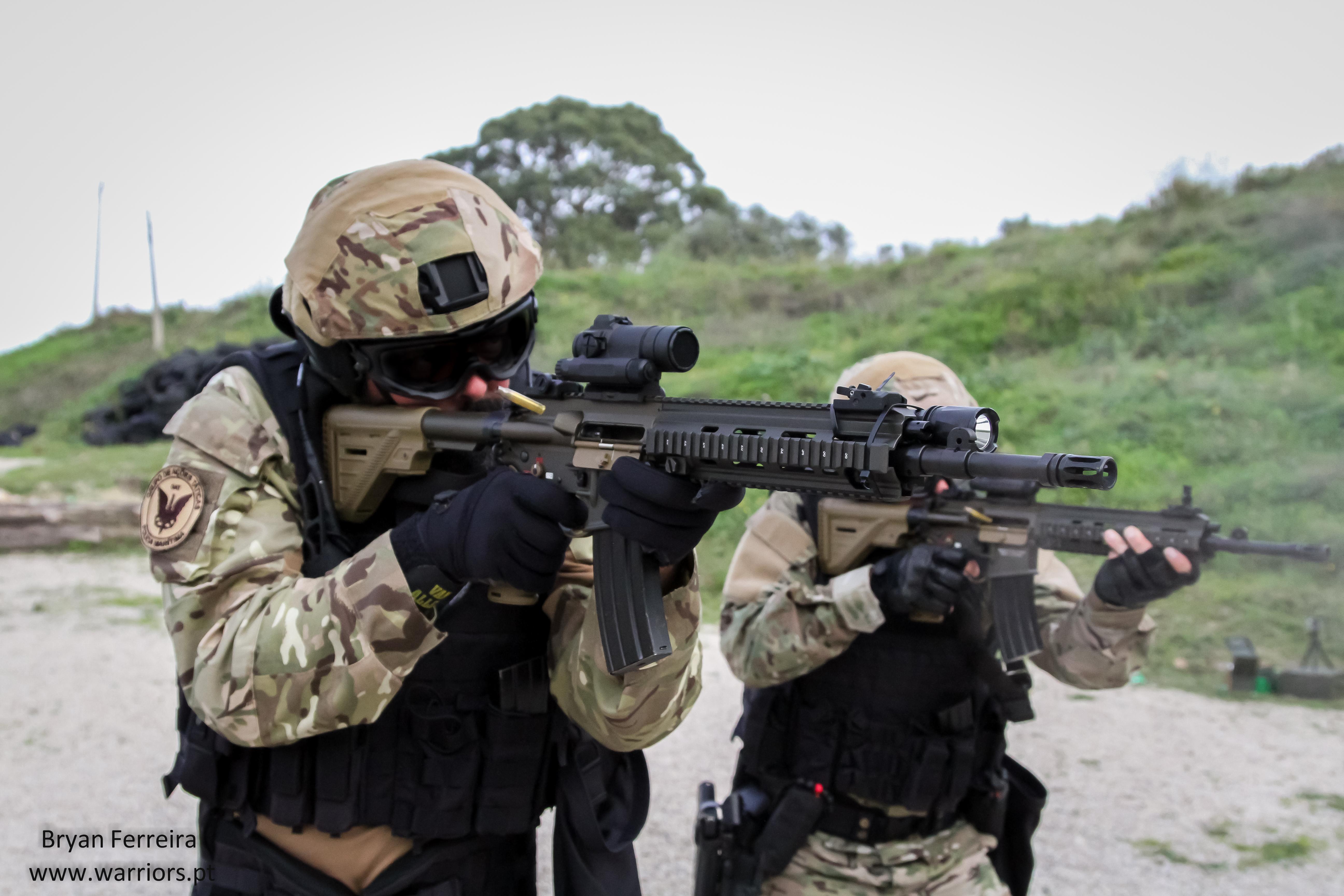 Espingarda de assalto HK416A5 do Grupo de Ações Táticas (GAT) da Polícia Maritima em missão de contra-terrorismo naval.