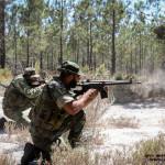 Elementos do pelotão de morteiros treinam fogo e movimento em reacção a uma emboscada