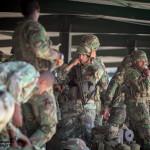 Soldados do Batalhão de Comandos equipam-se para missão