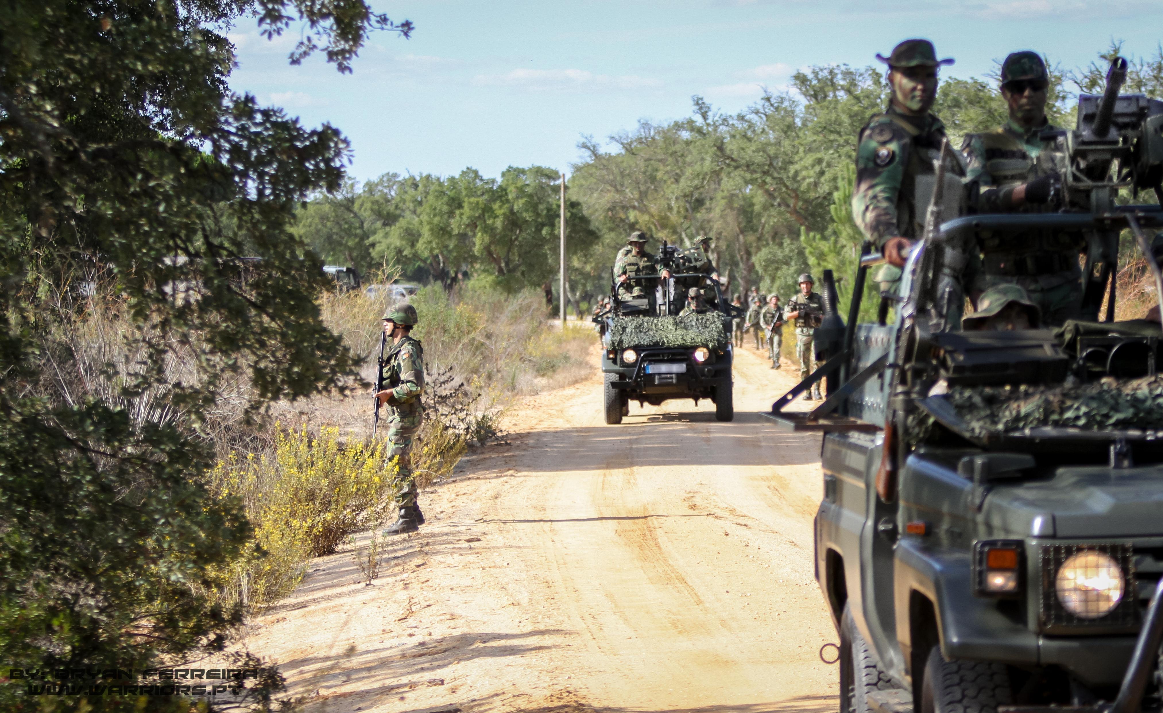 Land Cruisers da Companhia de comando e apoio do 2ª Batalhão de Paraquedistas. BIPARA