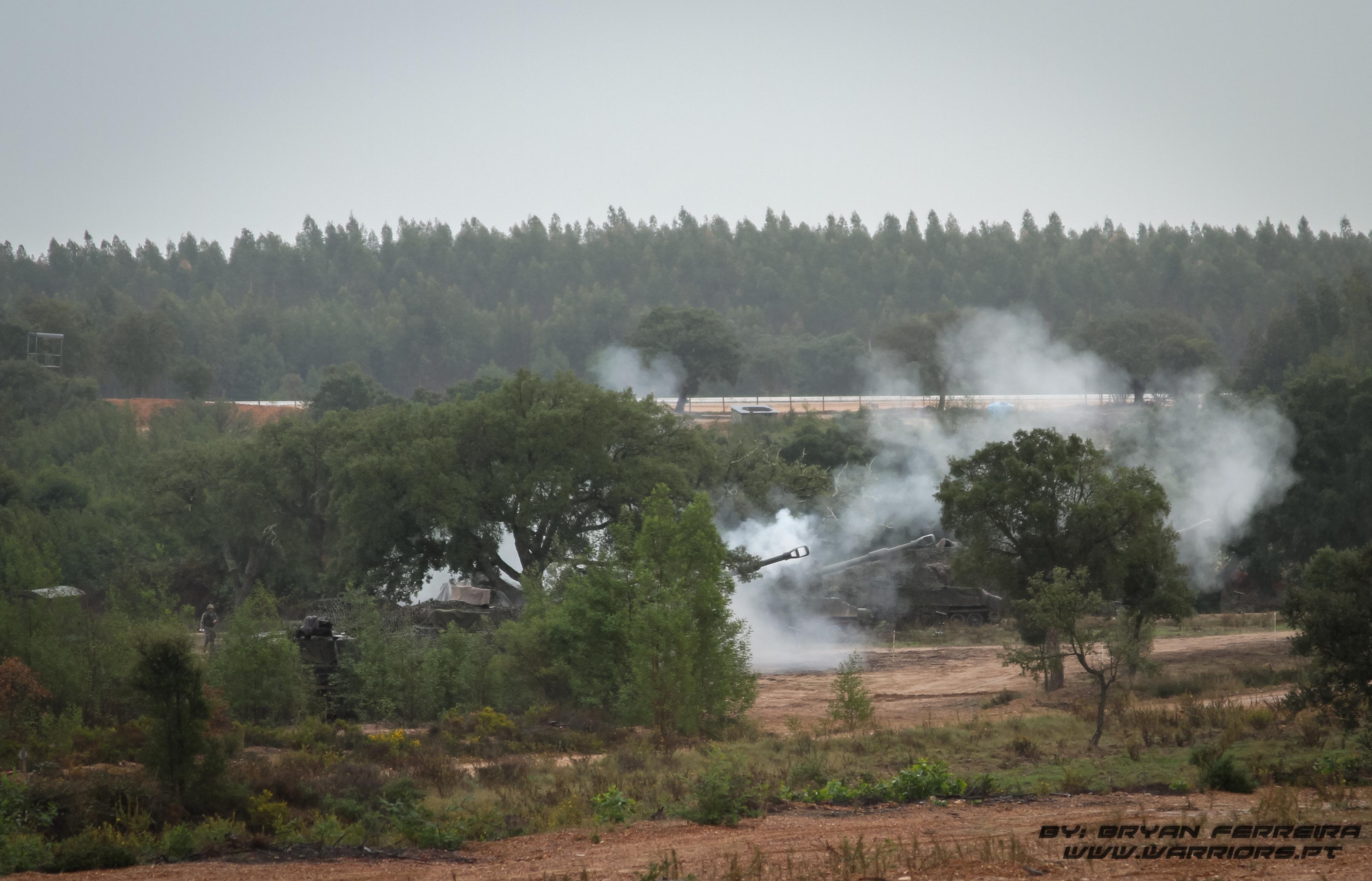 A Bateria de Bocas de Fogo Portuguesa M109AP 155mm, faz fogo para dar cobertura ao regimento Italiano