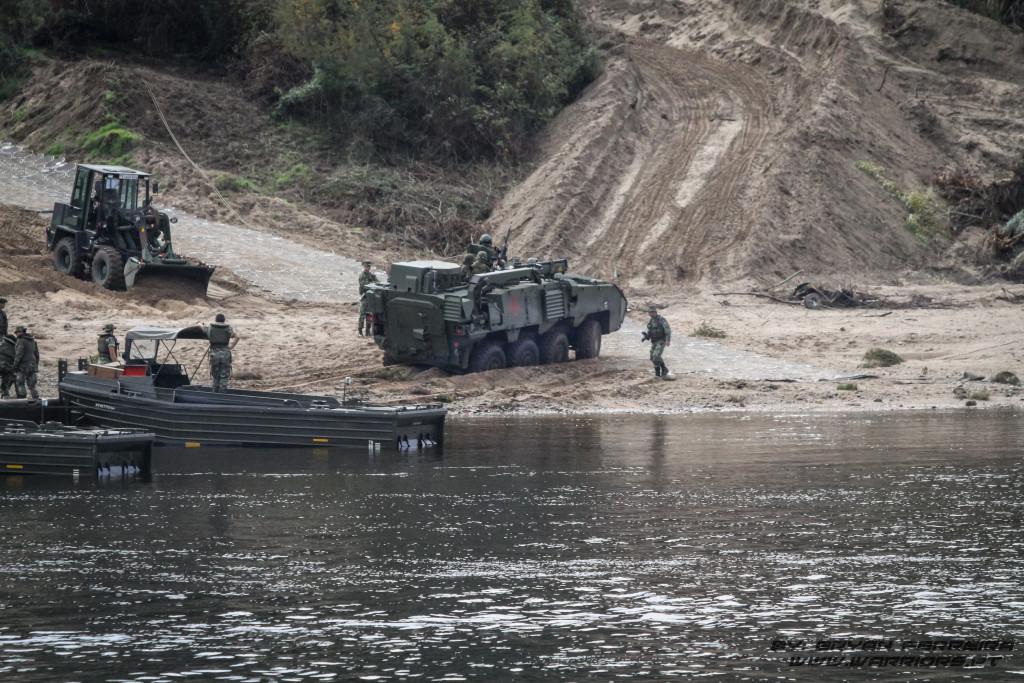 PANDUR 8x8 inicia deslocamento após travessia do Rio Teja usando Pontes Portuguesas
