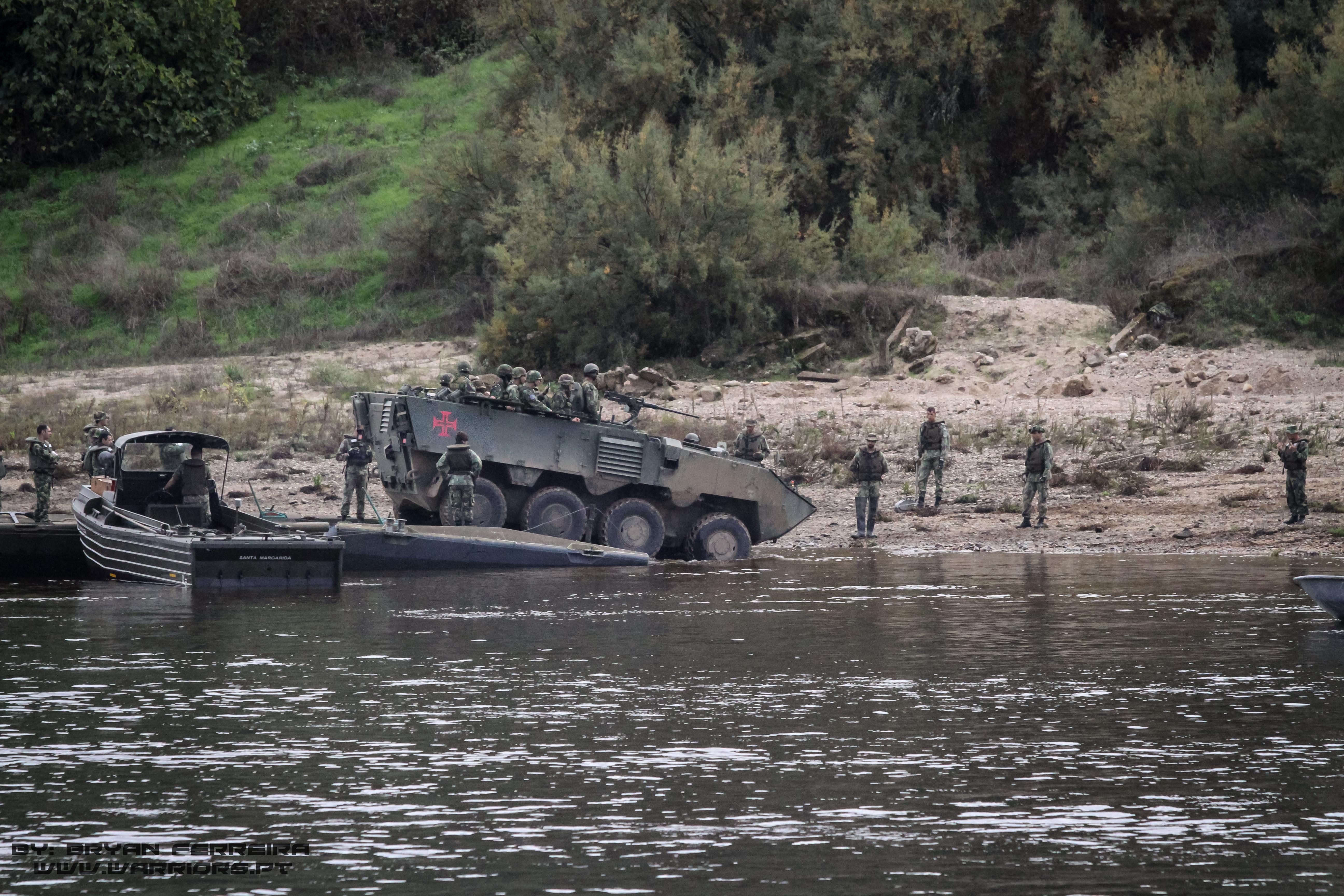 PANDUR APC inicia deslocamento após travessia do Rio Tejo