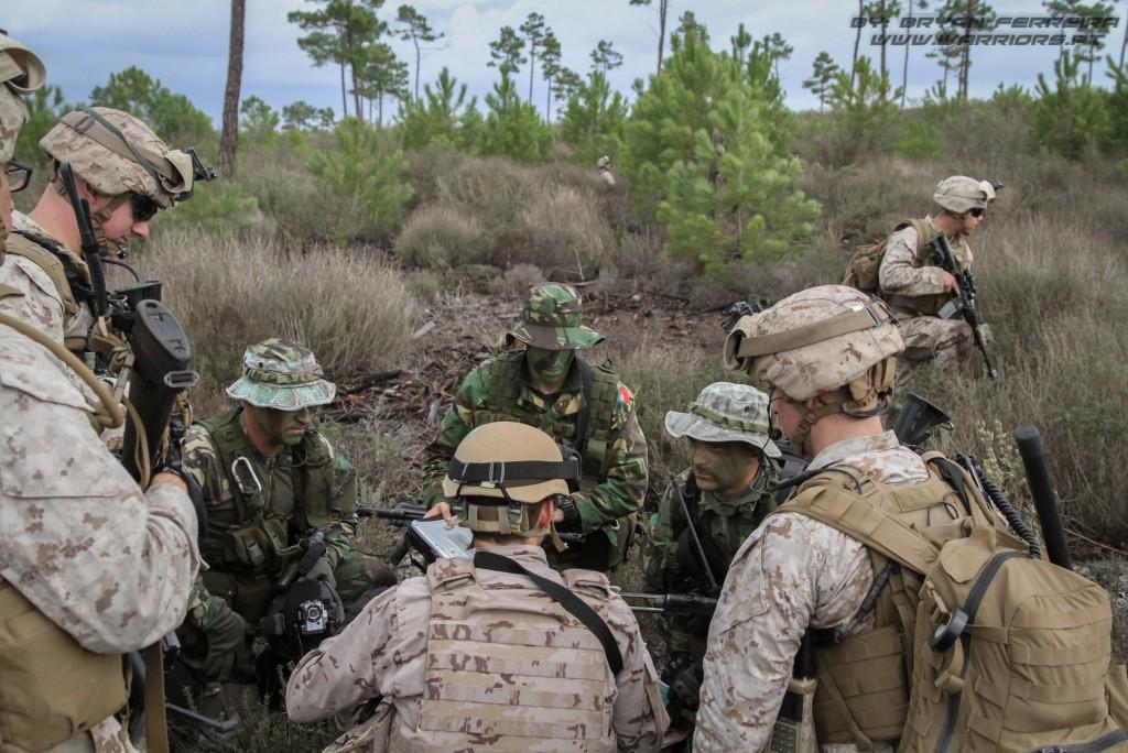 Fuzileiros Portugueses, US Marines e Infantaria da Marinha Espanhola trabalham em conjunto para deliniar um plano de ataque