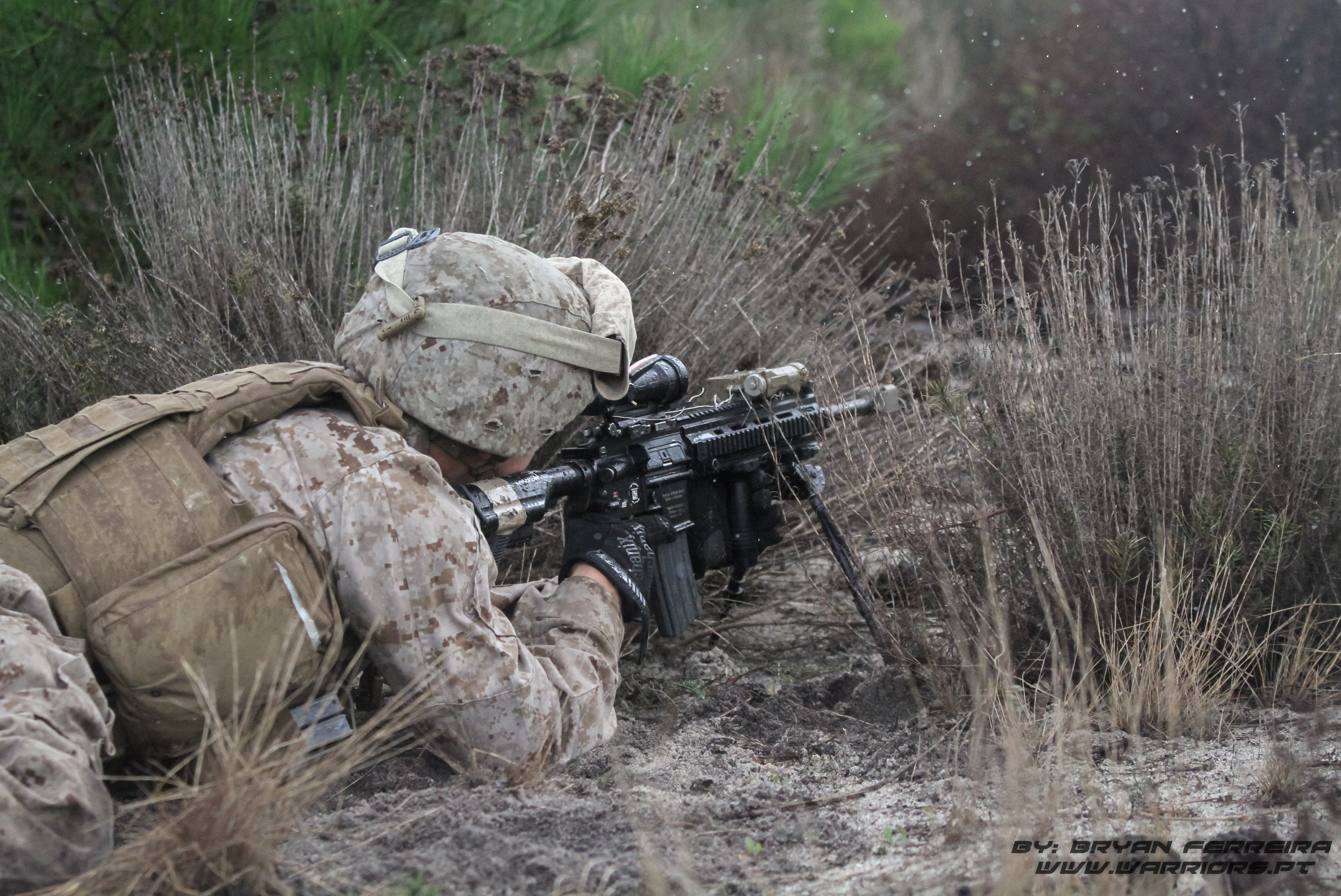 Marine Norte Americano está equipado com H&K M27 IAR (Infantry Automatic Rifle) e mira ACOG.