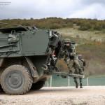 Paraquedistas Portugueses são projectados pelas Pandur APC Portuguesas presentes no Kosovo