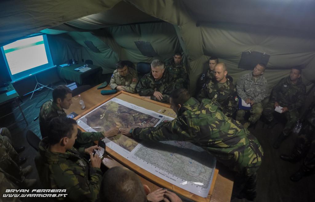 Briefing no posto de comando Português