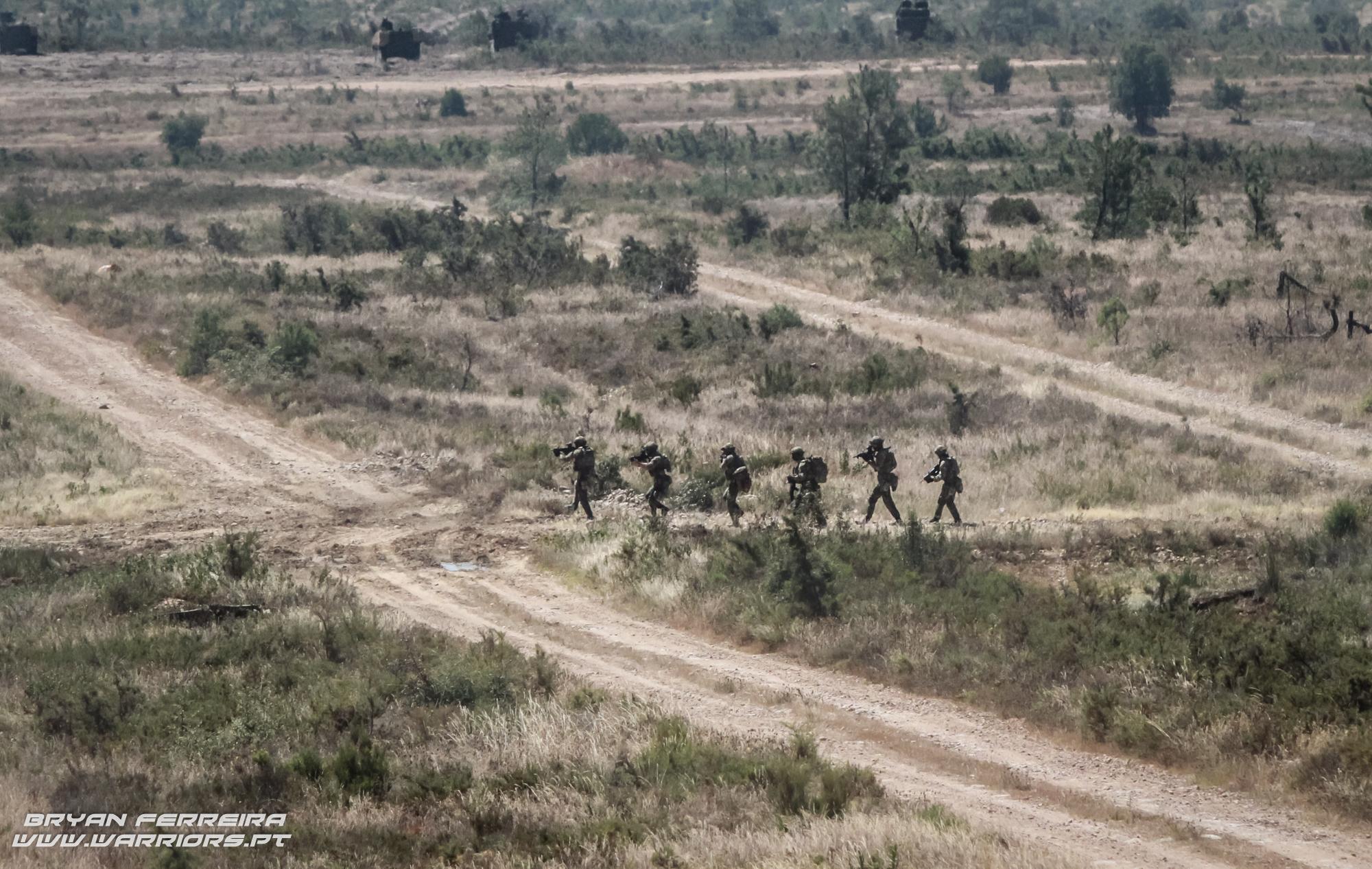 ações Especiais do Exercito Portugues (CTOE) faz uma aproximação a um edíficio onde se encontravam reféns.
