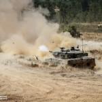Leopard 2A6 Português dispara o seu canhão de 120mm