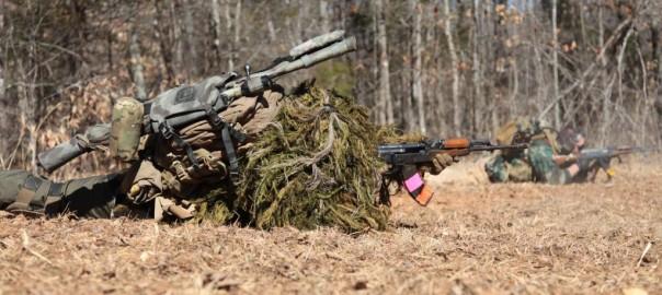 Snipers armados com Kalashnikovs AK47