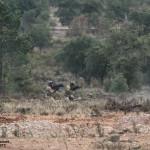 Homens do Reggimento Lagunari usam lança granadas e metralhadores ligeiras para suprimir as defesas inimigas