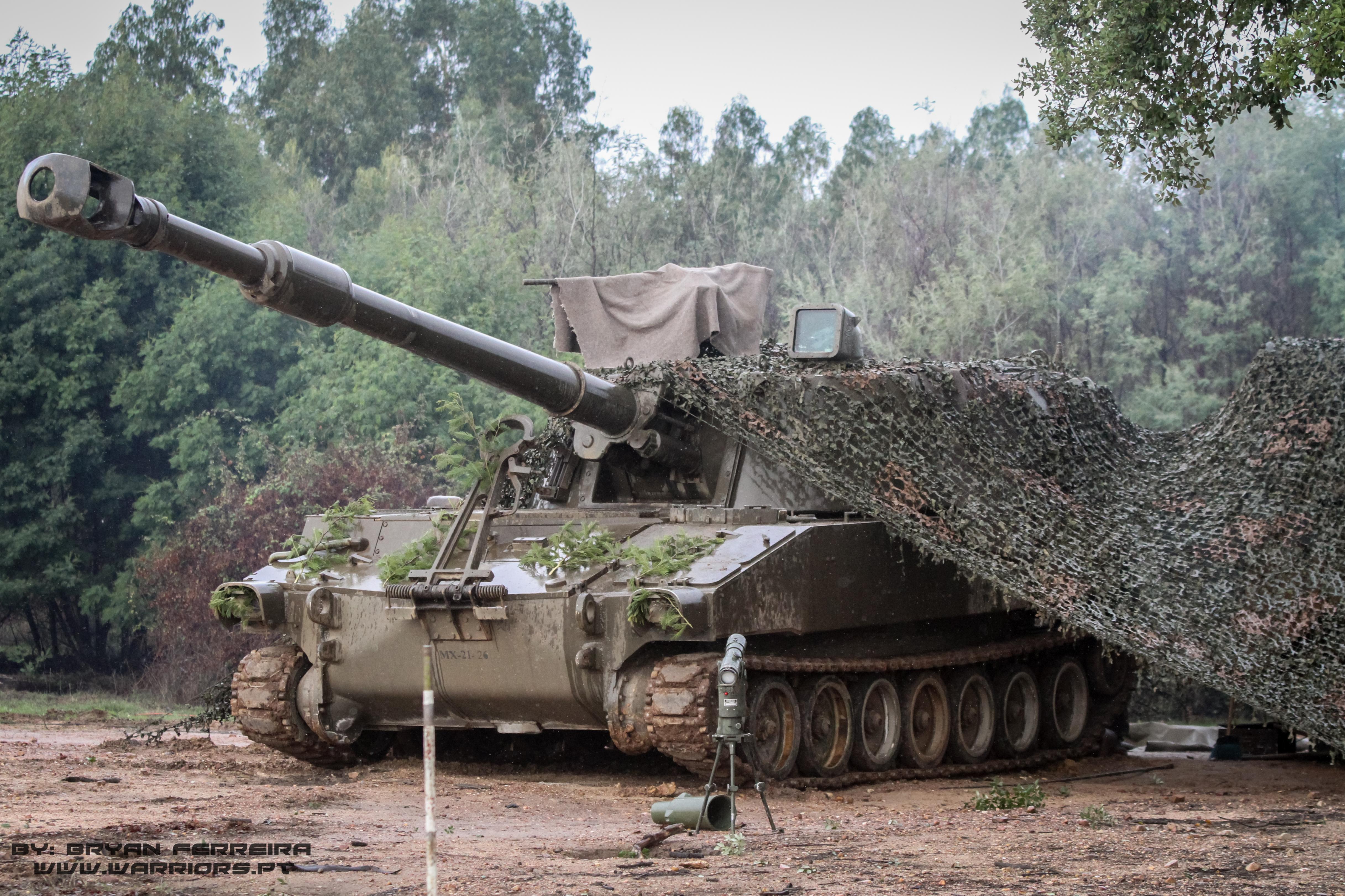 Artilharia Auto propulsada M109 da Brigada Mecanizada