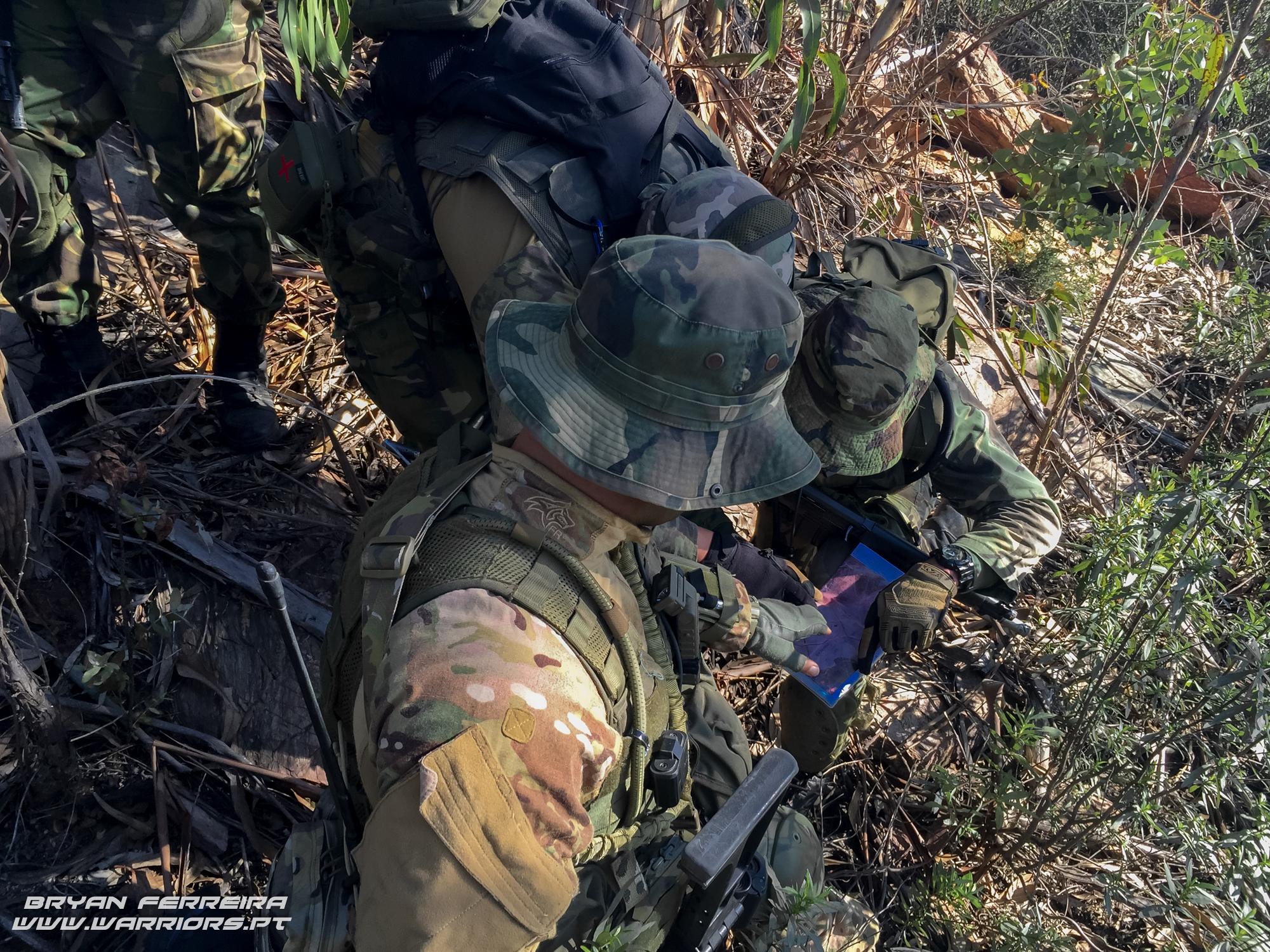 FAC/JTAC da Força Aéra Portuguesa integra o planeamnento de uma ação directa sobre um objectivo integrado numa comapanhia de Comandos durante o assalto a uma posição