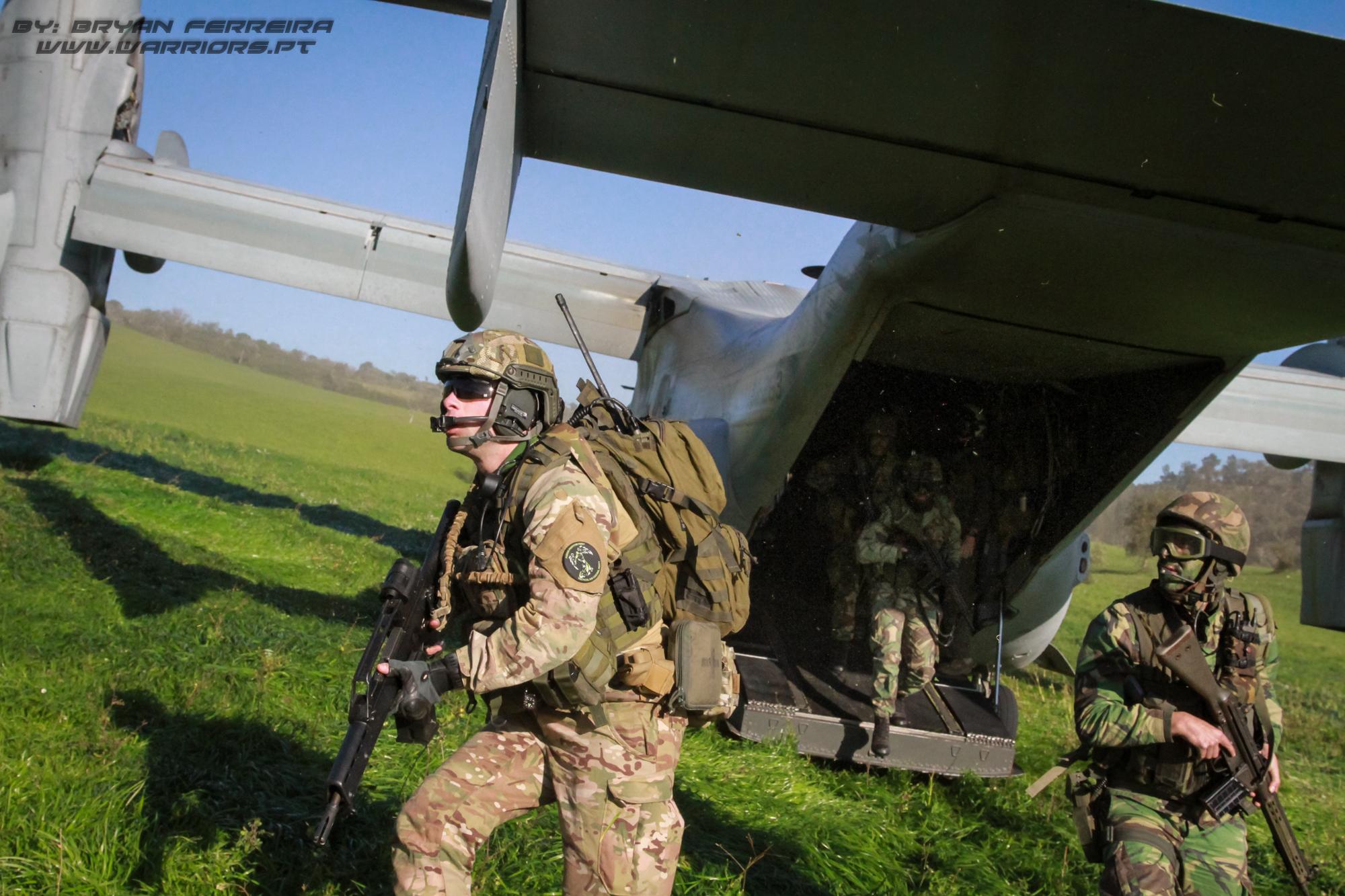 FAC/JTAC da Força Aéra Portuguesa integra um assalto áreo da Força de Fuzileiros nº2 que é transportada por V22 dos US Marines