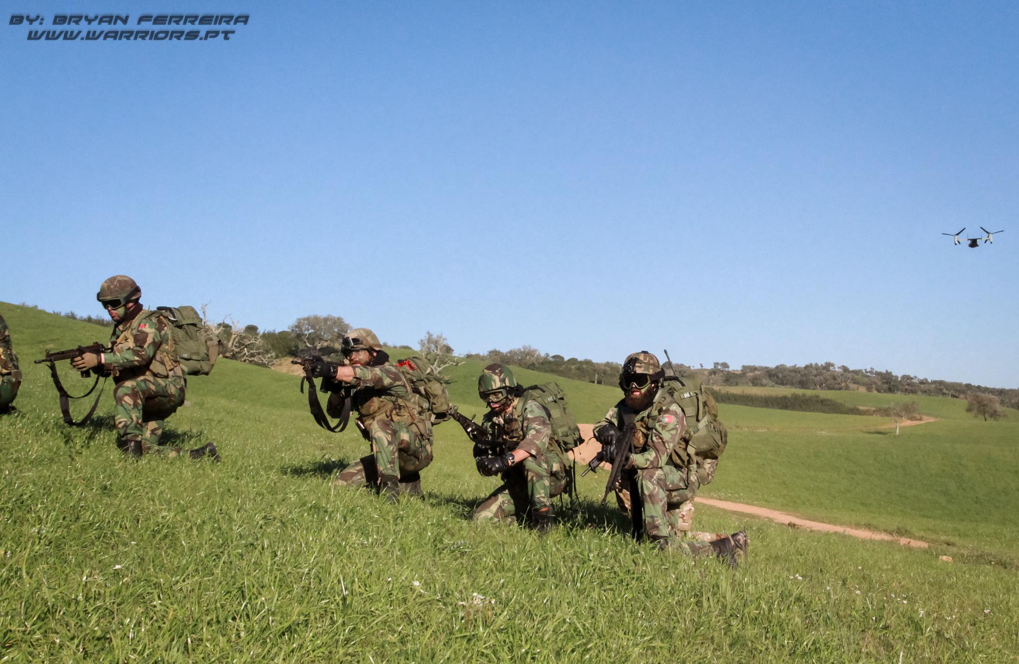 Fuzileiros Portugueses respondem ao fogo inimigo após inserção por V22 dos US Marines
