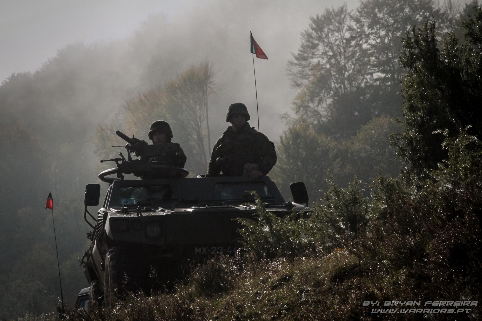 M11 Panhard de vigilância a um Check Point no coração da Bosnia Herzegovina